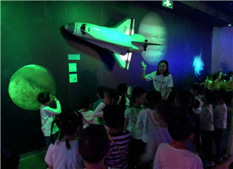 探索发现 玩转太空:科技幼儿园组织大班幼儿参观儿童博物馆
