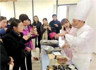 美食美味 助力新生融入:科幼举行可视化保研活动